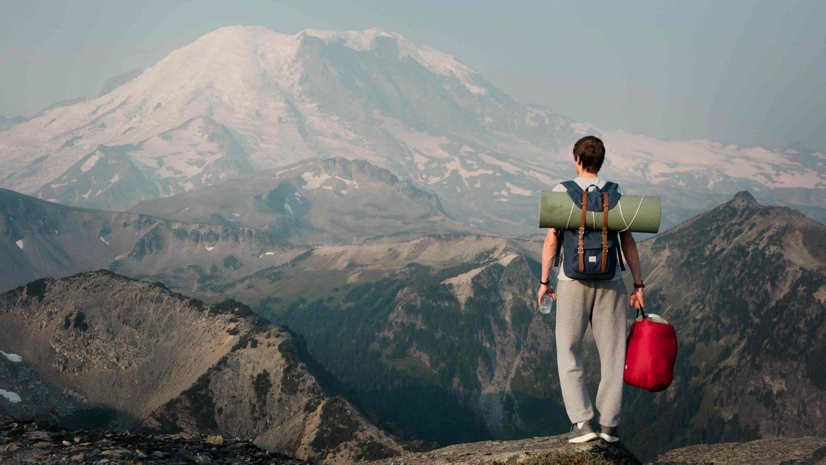 I benefici delle camminate in montagna
